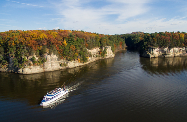 the scenery viewable on a Wisconsin Dells Boat Tour